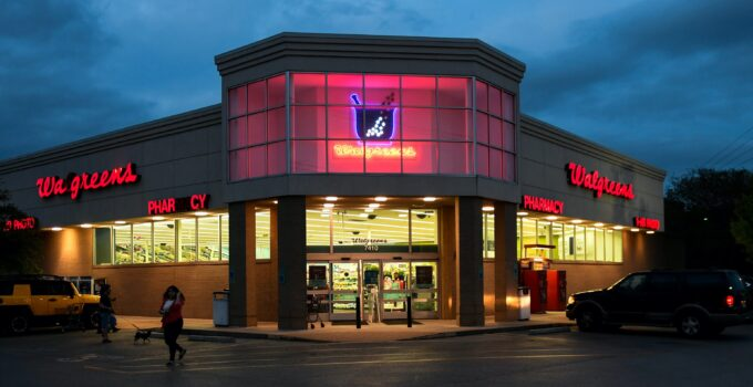 image of a Walgreens store to answer if Walgreens sell stamps